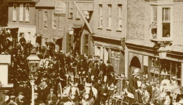 1900 approx High Street Parade NB Beam on front of Jolly Coopers